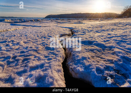 Pack ice on the shore of the St Lawrence river at Cap Rouge in Quebec - Stock Image