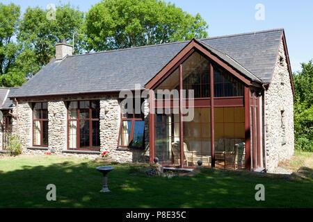 Holiday cottage in the Welsh countryside, Llanllyfni, Gwynedd - Stock Image