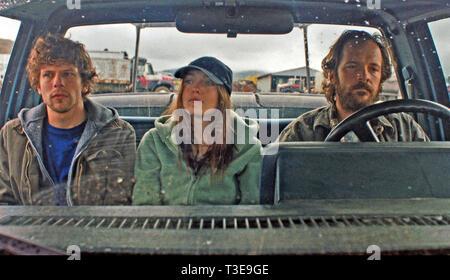 NIGHT MOVES 2013 film with from left: Jesse Eisenberg, Dakota Fanning, Peter Sarsgaard - Stock Image