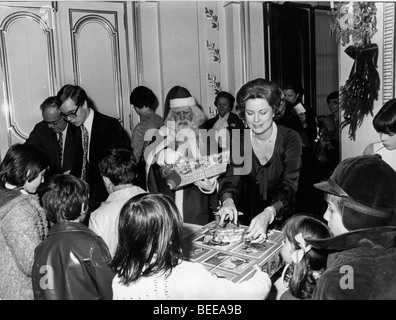 Grace Kelly, Princess of Monaco, hostess of a Christmas gathering. - Stock Image