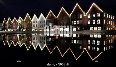 Bryggen, Bergen, Norway. 30th Nov, 2016. Bryggen, Bergen in Christmas season Credit:  Arthur Gebuys/StockimoNews/Alamy - Stock Image
