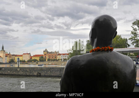 Statue of harmony in remembrance of Sri Chinmoy, Museum Kampa on the bank of river Vltava, Prague, Czech Republic - Stock Image