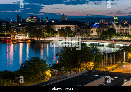 Switzerland, Zurich canton, city of Zurich, view on the old town and the lake from the roof of the Ambassador hotel on Falkenstrasse 6 - Stock Image
