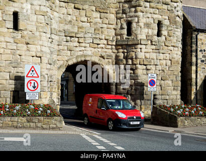 Royal Mail van passing through Bondgate Tower, Alnwick, Northumberland, England UK - Stock Image