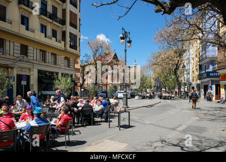 People sitting at outdoor cafes in the popular Placa del Mercat, North Ciutat Vella district, Valencia, Spain. - Stock Image