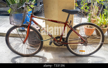 Red bike with bicycle basket. - Stock Image