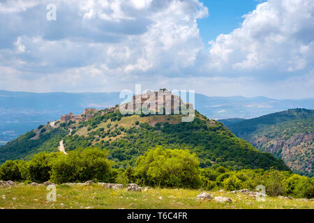 View of Nimrod fortress (Qal'at al-Subeiba) on the slopes of Mount Hermon, northern Golan Heights. - Stock Image
