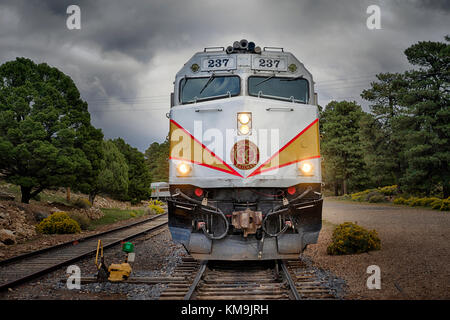 Evening shot of the locomotive and train leaving the Grand Canyon - Stock Image