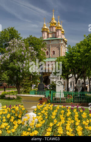 Tulips in front of monastery Church of St John the Baptist, Sergiev Posad, Russia - Stock Image