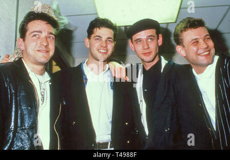 CURIOSITY KILLED THE CAT British pop band about about 1988 with lead singer Ben Volpeliere second from right - Stock Image