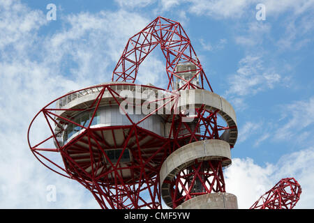 Orbit sculpture tower designed by Anish Kapoor on a sunny day at Olympic Park, London 2012 Olympic Games site, Stratford - Stock Image