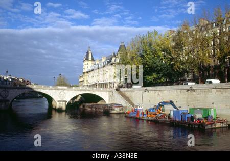 Pont Neuf Over the River Seine, Paris, France - Stock Image