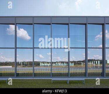 Detail of slanted glass paneling. Carmen Würth Forum, Künzelsau-Gaisbach, Germany. Architect: David Chipperfield - Stock Image