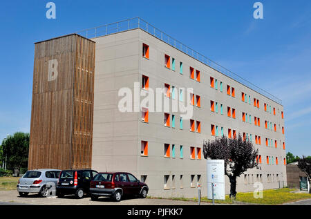 France, South-Western France, Bordeaux, rehabilitated building with student accommodation on the campus - Stock Image