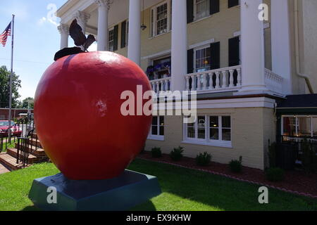 Giant red apple in front of the former headquarters of General Sheridan during the civil war, Winchester, Virginia - Stock Image