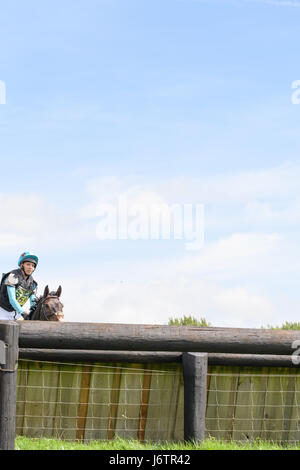 Rockingham Castle, Corby, UK. 21st May, 2017. Emma Stretton and her horse Willy Ever approach an obstacle on a sunny - Stock Image