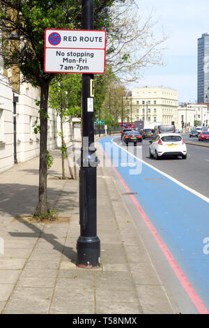 Red Route sign on lamppost, Grosvenor Road, Pimlico, London - Stock Image
