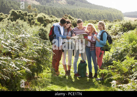 on the move,hiking,friends,clique - Stock Image