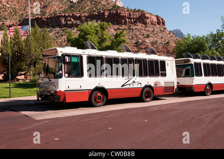 USA Utah, Zion National Park. Public transportation park shuttles at Zion Human History Museum - Stock Image