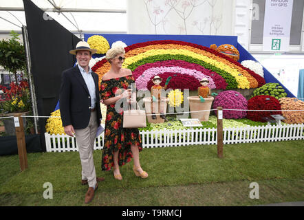 Anton du Beke and wife Hannah Summers during the press day for the RHS Chelsea Flower Show at the Royal Hospital Chelsea, London. - Stock Image