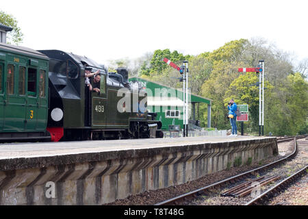A photographer captures image of locomotive 41313 on the Isle of Wight steam railway - Stock Image