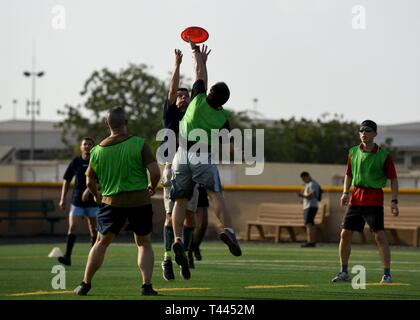 French navy sailors and personnel assigned to Combined Joint Task Force-Horn of Africa (CJTF-HOA) play ultimate frisbee, at Camp Lemonnier, Djibouti, March 16, 2019. More than 50 French sailors competed against CJTF-HOA service members in both friendly soccer and ultimate frisbee matches to help foster a better relationship and esprit de corps between the partner nations. - Stock Image