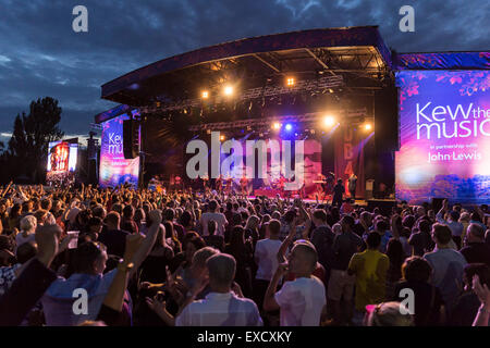 London, UK, 11th July 2015. UB40 Outdoor Concert, Kew Gardens Credit:  Robert Stainforth/Alamy Live News - Stock Image