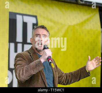 London, UK. 23rd Mar, 2019. Steve Coogan actor and comedian, addressing the People's Vote March and rally, 'Put it to the People.' Credit: Prixpics/Alamy Live News - Stock Image