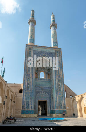 Jameh Mosque facade, Yazd, Iran. It has the tallest portal of all mosques in Iran - Stock Image