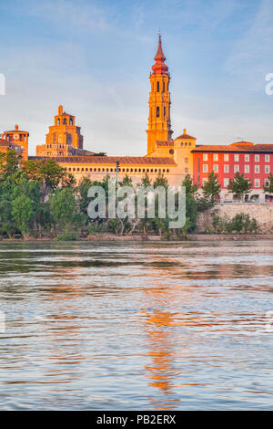 The Cathedral of Zaragoza, The Cathedral of the Saviour, known as La Seo, and the River Ebro, Zaragoza, Aragon, Spain. - Stock Image
