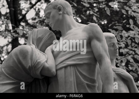 Family in Grief - Graveyard Tomb Sculpture - Stock Image