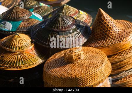 Thailand, Samut Songkhram, Damnoen Saduak. Traditional hats for sale at the Damnoen Saduak floating market. - Stock Image
