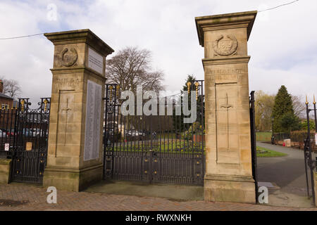 Cae Glas Park entrance gates and war memorial gardens in Oswestry Shropshire - Stock Image