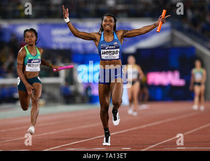 YOKOHAMA, JAPAN - MAY 12: Aleia Hobbs of the USA anchors her team home in the women's 4x100m relay final during Day 2 of the 2019 IAAF World Relay Championships at the Nissan Stadium on Sunday May 12, 2019 in Yokohama, Japan. (Photo by Roger Sedres for the IAAF) - Stock Image