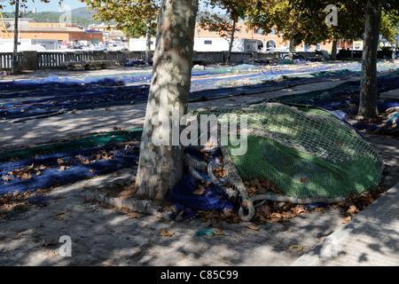 Trocknende Fischernetze, Palma, Mallorca, Spanien, Europa.   Drying fishing nets, Palma, Majorca, Spain, Europe. - Stock Image