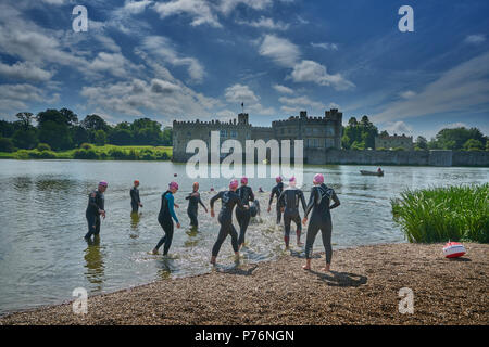 triatholon swimming training  leeds castle - Stock Image