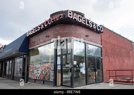 BAGELS & Co., a kosher restaurant on Union Turnpike in Fresh Meadows, Queens, new York City. - Stock Image