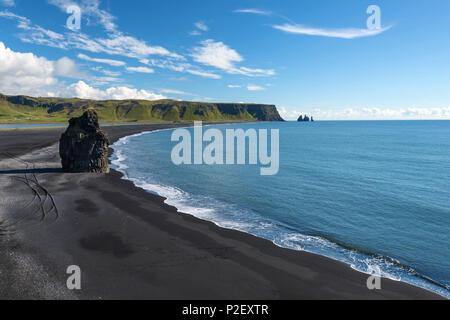 Blue Sky, Summer, Beach, View, Reynisfjara, Dyrholaey, Iceland, Europe - Stock Image