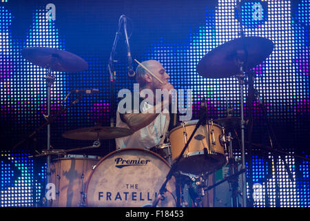 Portsmouth, UK. 29th August 2015. Victorious Festival - Saturday. Mince Fratelli, vocalist and drummer for the Fratellis, - Stock Image