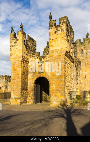 Exterior of Alnwick castle barbican gate, Alnwick, Northumberland. The barbcan dates from the 15th century. It provides - Stock Image
