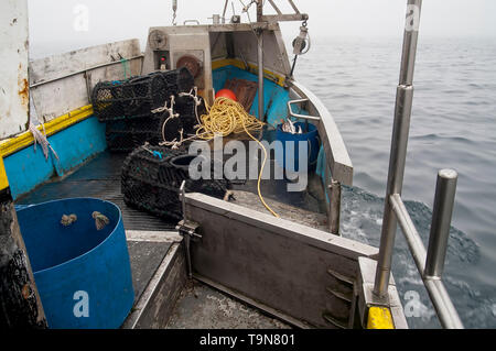 Streaming the pots whilst underway. (Sequence 2/3). - Stock Image