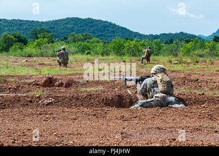 Idaho Army National Guard and Montana Army National Guard Soldiers from the 116th Cavalry Brigade Combat Team conduct a live-fire exercise with Royal Thai Army Soldiers at the Cavalry Center in Thailand's Saraburi province Aug. 28, the final Hanuman Guardian 2018 training event for infantry Soldiers from both forces. Hanuman Guardian 2018, Aug. 20 – 30, builds capabilities of both armies while increasing the interoperability of U.S. and Thailand forces, longtime allies. More than 150 U.S. Army and 350 Army National Guard Soldiers and 350 Royal Thai Army Soldiers are participating in the traini - Stock Image