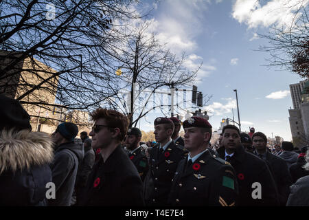 OTTAWA, CANADA - NOVEMBER 11, 2018: Soldiers from Parachute Airbore battalions standing and wearing remembrance poppy, standing on ceremony for Rememb - Stock Image