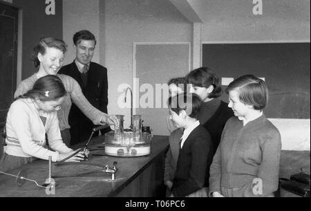 1950s, school science lesson, England, UK. - Stock Image
