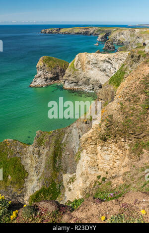The dramatic North Cornish coast at the Bedruthan Steps in Cornwall, England - Stock Image