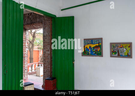 'El Mejunje de Silverio' indoors details of the famous place and tourist attraction. Gallery door leading to a bar. The local landmark is a place of i - Stock Image