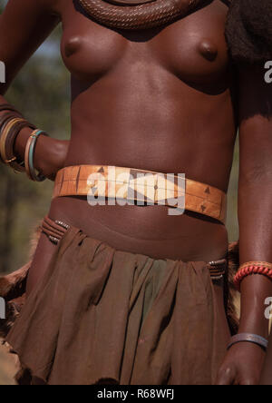 Chest of a Himba tribe young woman, Cunene Province, Oncocua, Angola - Stock Image