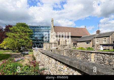 Forbury Gardens, Reading Abbey ruins and St James Roman Catholic Church, Reading, Berkshire, England, UK. - Stock Image