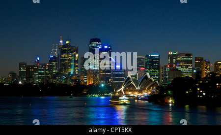 Sydney skyline and The Opera House at night - Stock Image