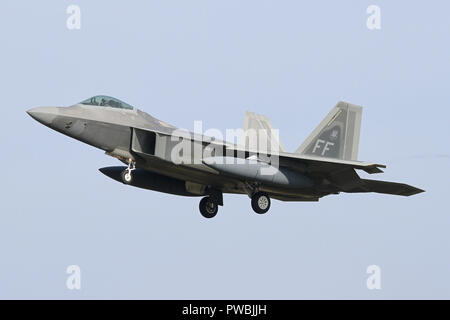 1st Fighter Wing F-22A Raptor arriving at RAF Lakenheath in Suffolk for a exercise with the 48th FW. - Stock Image
